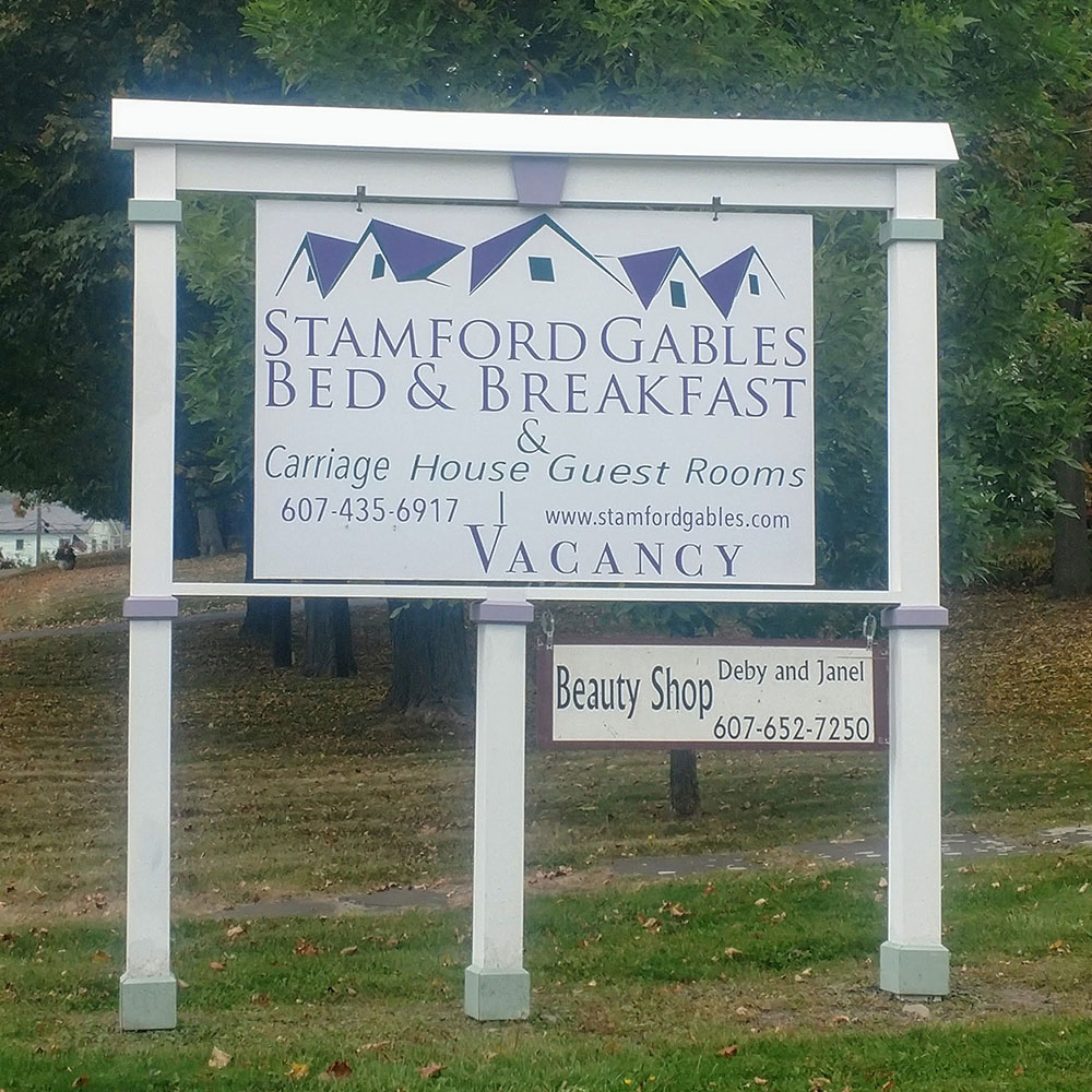 stamford gables bed & breakfast outdoor road sign